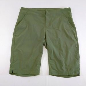 Columbia Women 6 Shorts Green Omni Shield Advanced